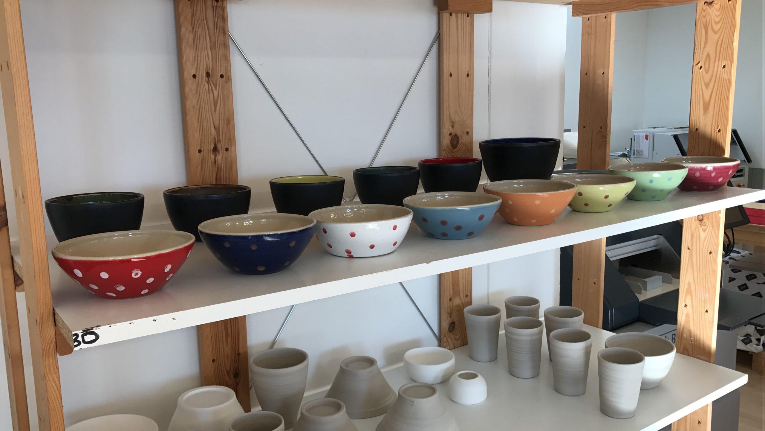 Töpferschule von Hand gefertigtes Geschirr