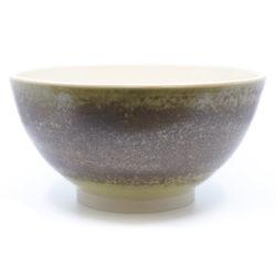 Keramik Schale auf der Töpferscheibe gedreht