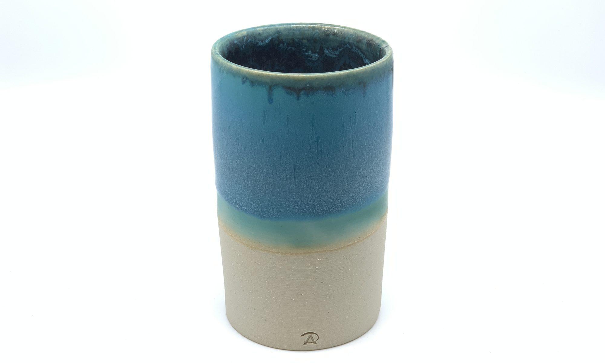 Vase aus Steinzeugton von Hand hergestellt