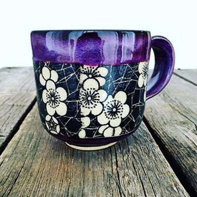 Tasse mit Blumedekor