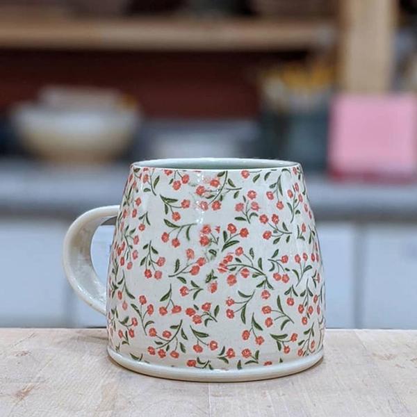 Keramik Dekor feine rote Blumen