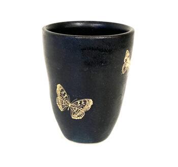 Becher mit Schmetterlingen aus Gold