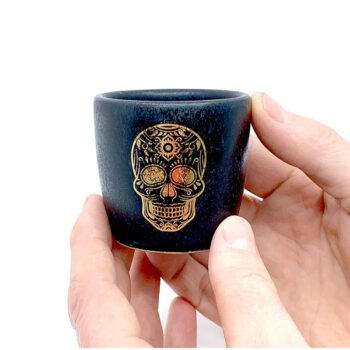 Espressotasse mit Goldschädel