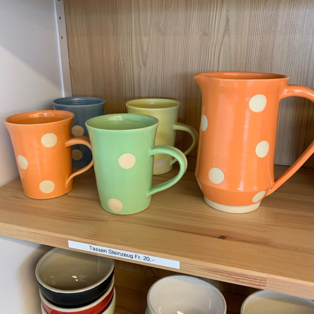 Keramik mit Punkten